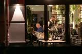 Restauracje zostaną (w końcu) otwarte. Kiedy? Na jakich zasadach będziemy mogli je odwiedzić? Rządowe wytyczne sanitarne dla gastronomii