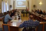 """Izba Rolnicza w Wieluniu przeciw """"Piątce Kaczyńskiego"""". Poseł Rychlik w ogniu pytań"""