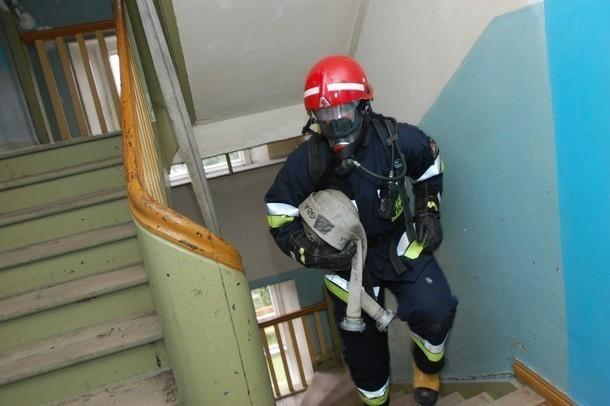 Zatrucie czadem w Grudziądzu. 4 osoby w tym 2 dzieci zabrane zostały do grudziądzkiego szpitala.