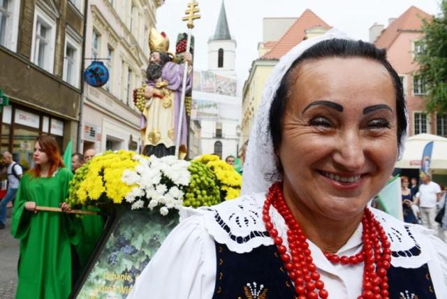Winobraniowy orszak św. Urbana I i wszechobecne kolory.