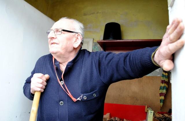 -Już dwa razy lekarze odmawiali przyjazdu do mnie, bo bali się, że nie przejadą drogą - mówi Lucjan Osiński
