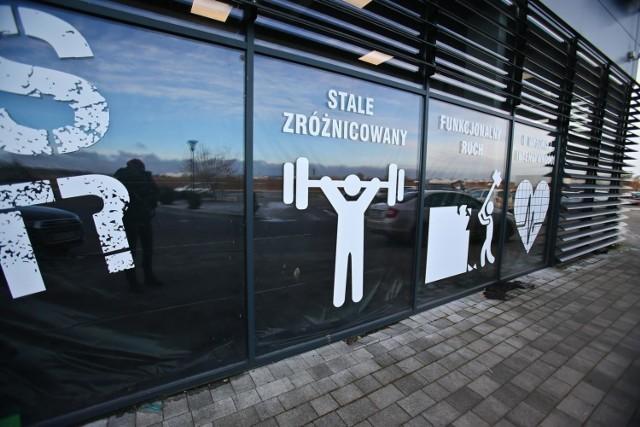 Z basenów, siłowni oraz klubów i centrów fitness mogą korzystać wyłącznie członkowie kadry narodowej polskich związków sportowych w sportach olimpijskich i paraolimpijskich.