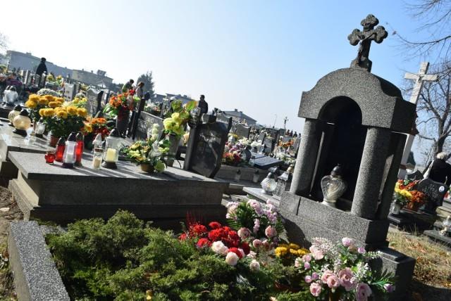 Czy można iść na cmentarz przed Wielkanocą i zapalić znicz?