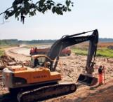 Ciężki sprzęt pełną parą pracuje w rezerwacie Łężczok