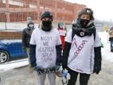 """""""Murem za Ochocką!"""": demonstracja solidarności z dyrektorką szkoły w Tczewie"""
