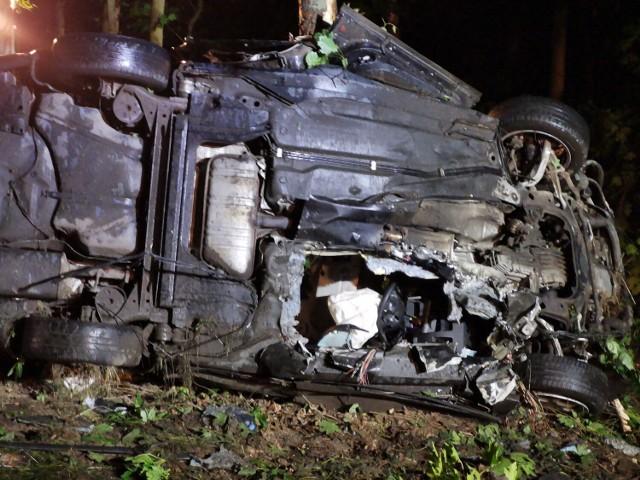 Ponad 2 godziny trwała akcja uwalniania kierowcy z samochodu