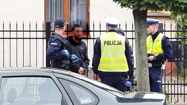 Interwencja policji na ulicy Legionów w Kaliszu. W ruch poszły kajdanki