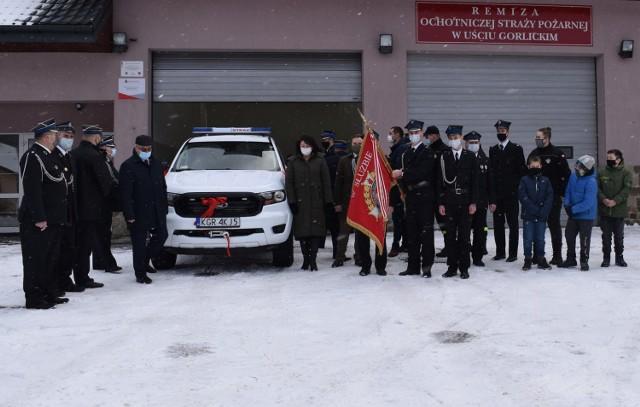 Od dzisiaj druhowie z OSP w Uściu Gorlickim maja do dyspozycji lekkie auto rozpoznawcze