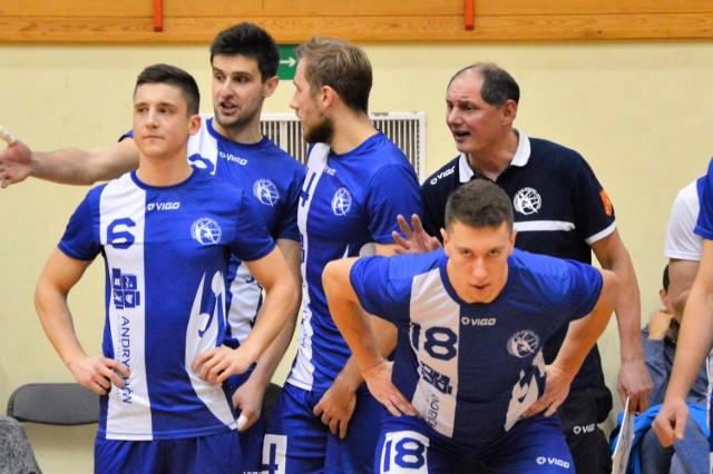 Rafał Legień i jego podopieczni nie mieli zbyt wiele do powiedzenia w Jaworznie. MKS Andrychów przegrał z miejscowym MCKiS w trzech setach.