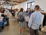 Kraków. Trwają targi mody i designu. Na miejscu ubrania, akcesoria i kosmetyki