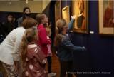 Portrety dzieci pędzla Aliny Sibery na wystawie w Muzeum Ziemi Wieluńskiej