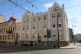 Ulica Dworcowa w Bydgoszczy pięknieje. Przybyło odrestaurowanych elewacji kamienic [zdjęcia]