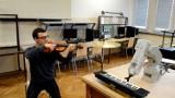 Kraków. Robot Staszek z AGH zagra na pianinie każdy utwór