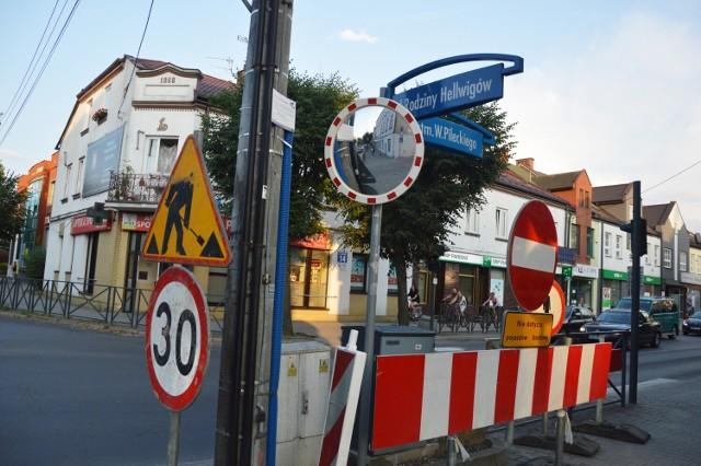 To z powodu remontu ulicy Pileckiego oraz rywalizacji triathlonistów.