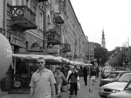 Oskarżony dyrektor szkoły często był widziany na ulicach miasta, w tym czasie jednak skutecznie unikał odebrania wezwań sądowych. fot. JAKUB MORKOWSKI