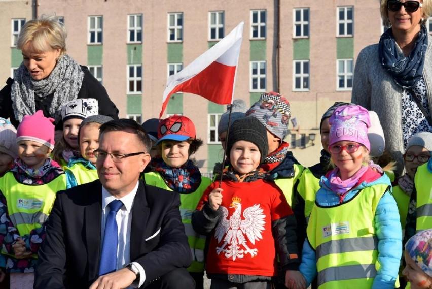 """,,Żywa flaga"""" na Placu Staszica [ZOBACZ ZDJĘCIA]"""
