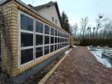 Kolumbarium w Oleśnicy kosztowało fortunę. Pogrzebów jest coraz więcej, a nisze są prawie puste