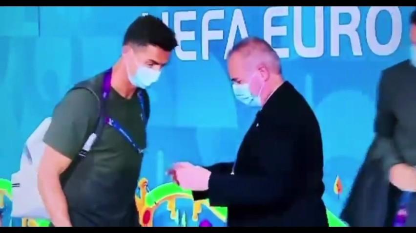 Nagranie z ochroniarzem sprawdzającym Cristiano Ronaldo...