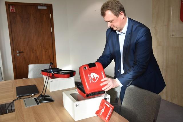 Gmina Śrem kupiła kolejne dwa defibrylatory AED dla szkół podstawowych