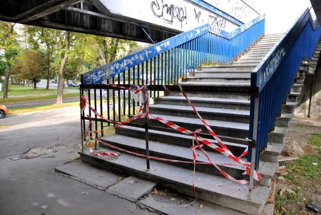 Kładka nad ul. Sowińskiego zamknięta. Tworzą się korki