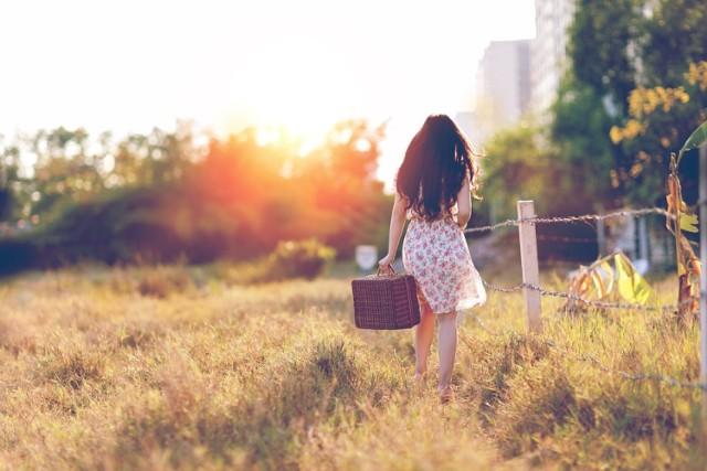 Spacerować może każdy z nas. Jeśli będzie trwał nie mniej niż 30 minut dotlenieni nasz mózg i spali kalorie oraz wzmocni pamięć!