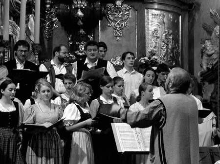 W bazylice wystąpiły chór i zespół muzyczny, liczące w sumie 41 osób. Foto: JAKUB MORKOWSKI