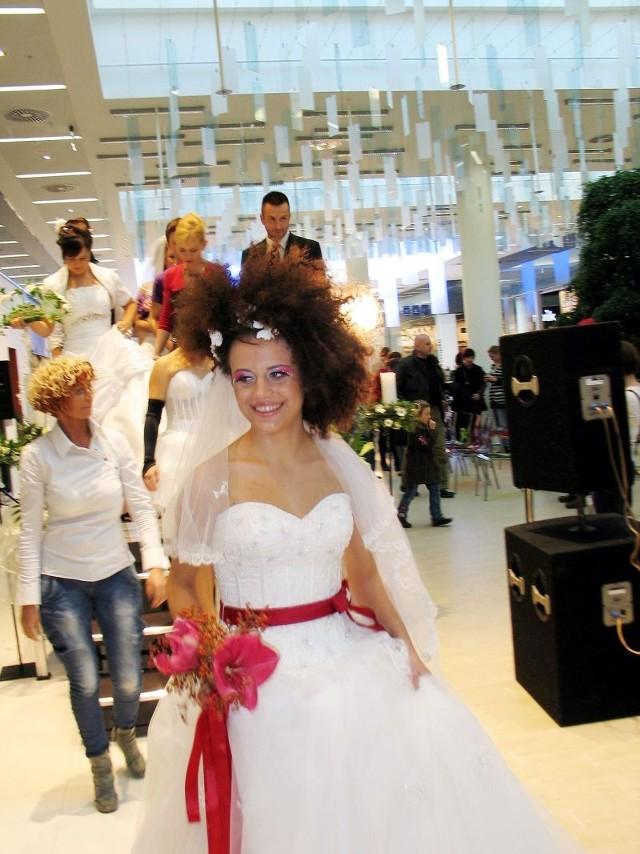 Piękne panny młode w pięknych kreacjach! Ech, szkoda, że ślub bierze się tylko raz...(?)