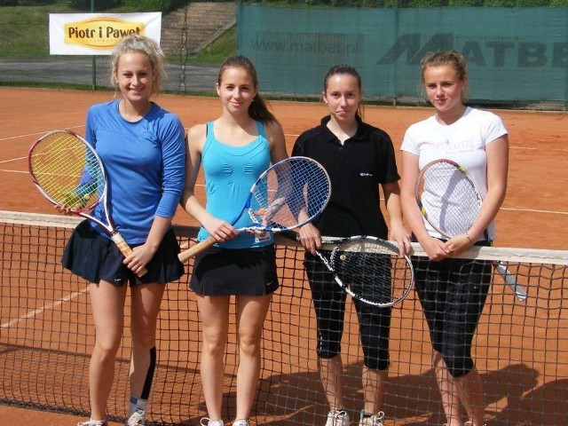 Od lewej: Iga Odrzywołek (Górnik Bytom), Julia Przybylska , Elżbieta Iwaniuk i Kasandra Kozub (wszystkie AZS Poznań)
