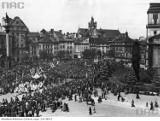 Boże Ciało w Warszawie dawniej. Jak kiedyś wyglądały wielkie procesje? Chodził na nie król, a nawet komunistyczni dygnitarze