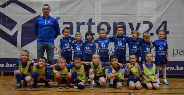 Najmłodszą grupę Akademii TG Sokół Sokołów Małopolski prowadzi trener Karol Berkowicz z pomocą Sebastiana Walickiego.