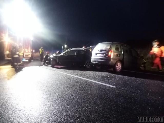 Wypadek w Ciarce. Zderzenie dwóch samochodów na drodze krajowej nr 11. Cztery osoby poszkodowane
