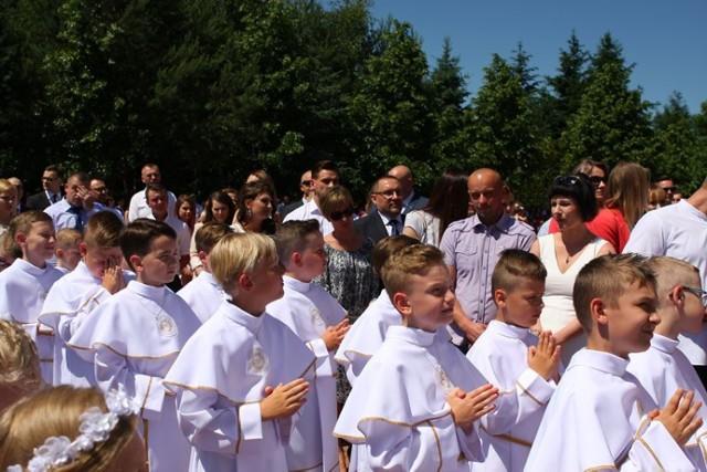 Pierwsza Komunia Święta w parafii Miłosierdzia Bożego w Bełchatowie
