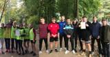 Drużyny dziewcząt i chłopców z II LO w Wieluniu wygrały półfinały Mistrzostw Województwa w sztafetowych biegach przełajowych