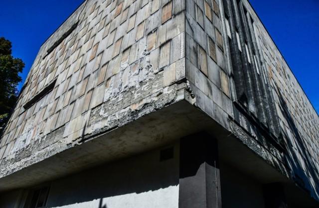 W wyniku kontroli przeprowadzonej przez niezależnego od Miasta powiatowego inspektora nadzoru budowlanego, ratusz został  zobowiązany do usunięcia stwierdzonych w trakcie kontroli wad budynku Galerii Miejskiej bwa.