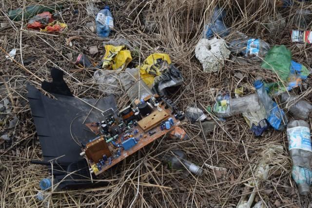 Dzikie wysypiska śmieci na Wilchwach
