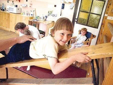 Dzięki rehabilitacji w radzionkowskim ośrodku niepełnosprawne dzieci mają szansę na poprawny rozwój.