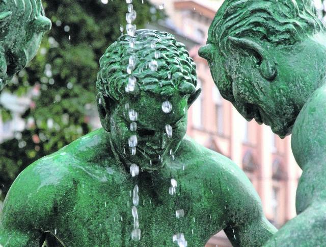 """Część wystawy """"Woda - temat rzeka"""", zorganizowanej przez PWiK z okazji Światowego Dnia Wody 2012"""