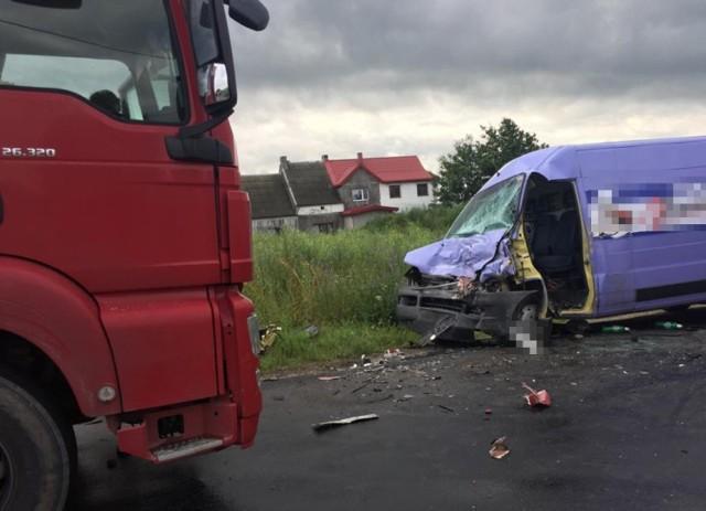 Wypadek w miejscowości Kozi Róg w Gminie Brodnica. Ranny został jeden z kierowców