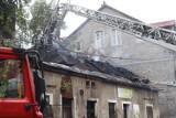 Pożar w Katowicach. Płonął pustostan przy ul. Markiefki. Z ogniem walczyło kilkanaście zastępów straży pożarnej