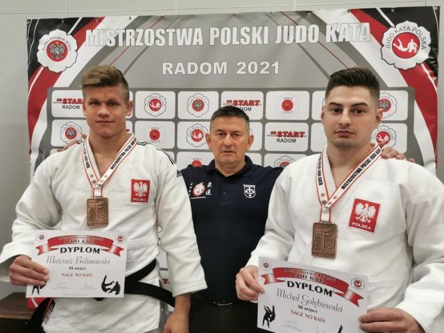 Mateusz Bolimowski i Michał Gołębiewski z MMKS Wojownik z brązowymi medalami Mistrzostw Polski