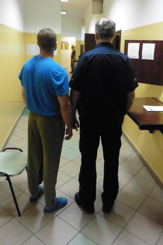 35-latek z Bydgoszczy był poszukiwany przez austriacki wymiar sprawiedliwości. Zatrzymali go policjanci w Grudziądzu. Trwa procedura ekstradycyjna.