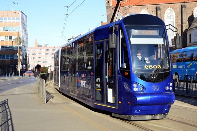 """Podobne tramwaje firmy """"Modertrans"""" kursować będą w Grudziądzu. Na zdjęciu pojazd kupiony w 2015 r. przez Wrocław."""