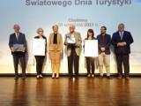 Wojewódzkie obchody Światowego Dnia Turystyki 2021 obchodzono w Chełmnie. Były nagrody. Zdjęcia