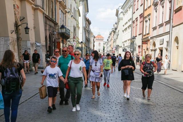 Zwiedzanie Krakowa z przewodnikiem to atrakcja nie tylko dla turystów.
