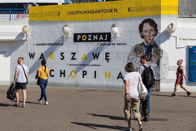 """Chopin w drodze do metra. Nowy mural na """"patelni"""" [ZDJĘCIA]"""