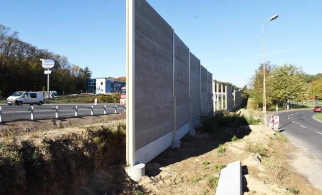 Niższe ekrany akustyczne zostały postawione wraz z remontem drogi S3 w Zielonej Górze