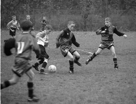 Młodzi piłkarze zainaugurowali rundę wiosenną. Foto: MAGDALENA CHAŁUPKA