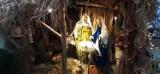 Szopka bożonarodzeniowa w Pszczółkach od kilkunastu lat zachwyca. Co roku z nowymi klimatycznymi ozdobami i rekwizytami |ZDJĘCIA