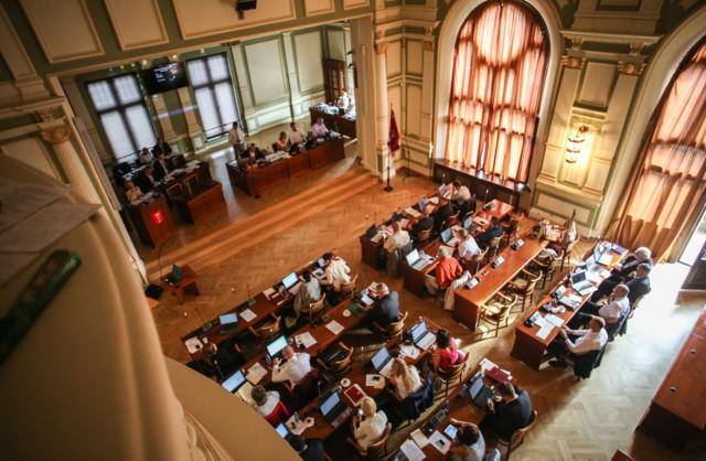 Radni zdecydują też o przystąpieniu do prac nad uchwałą, która ma uregulować problem zaśmiecania miasta