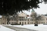 Muzeum Zamoyskich w Kozłówce w zimowej odsłonie. Zobacz malownicze zdjęcia